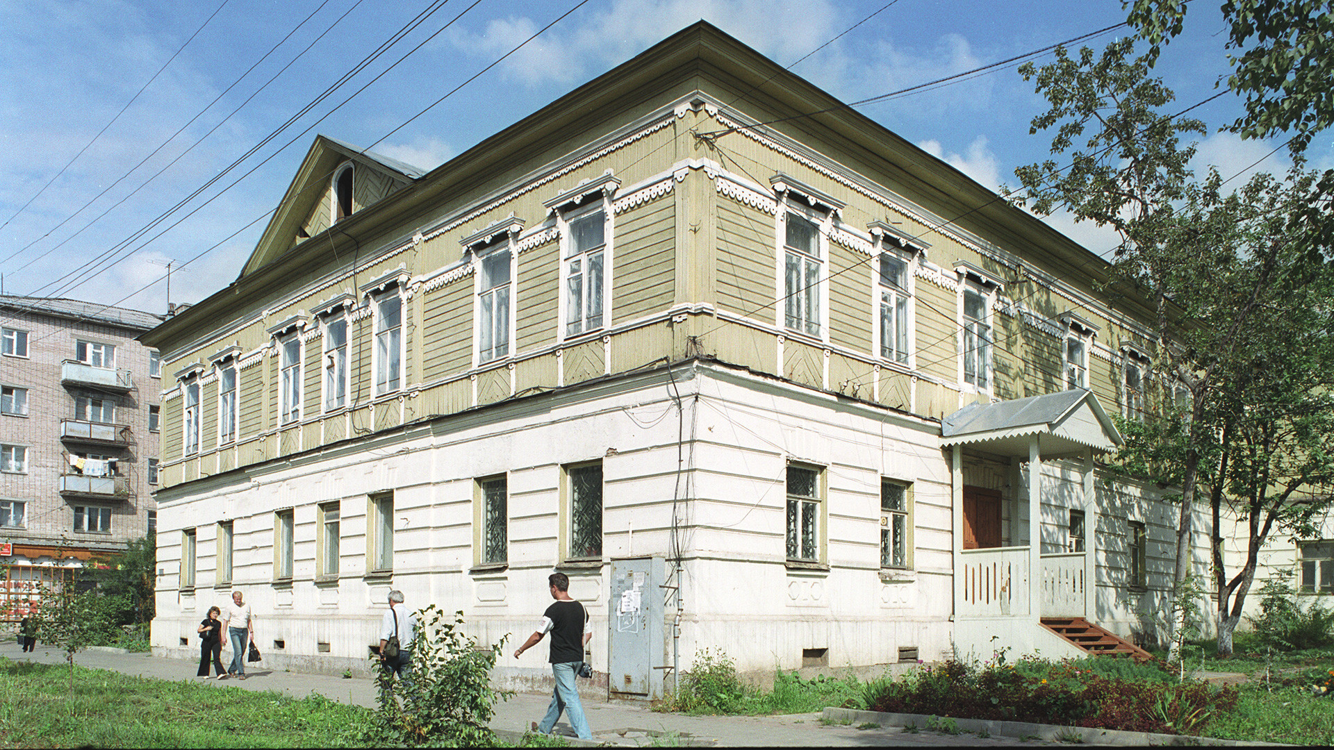 Vytegra. House of merchant Nikolay Veretennikov (built in 1894). August 28, 2006