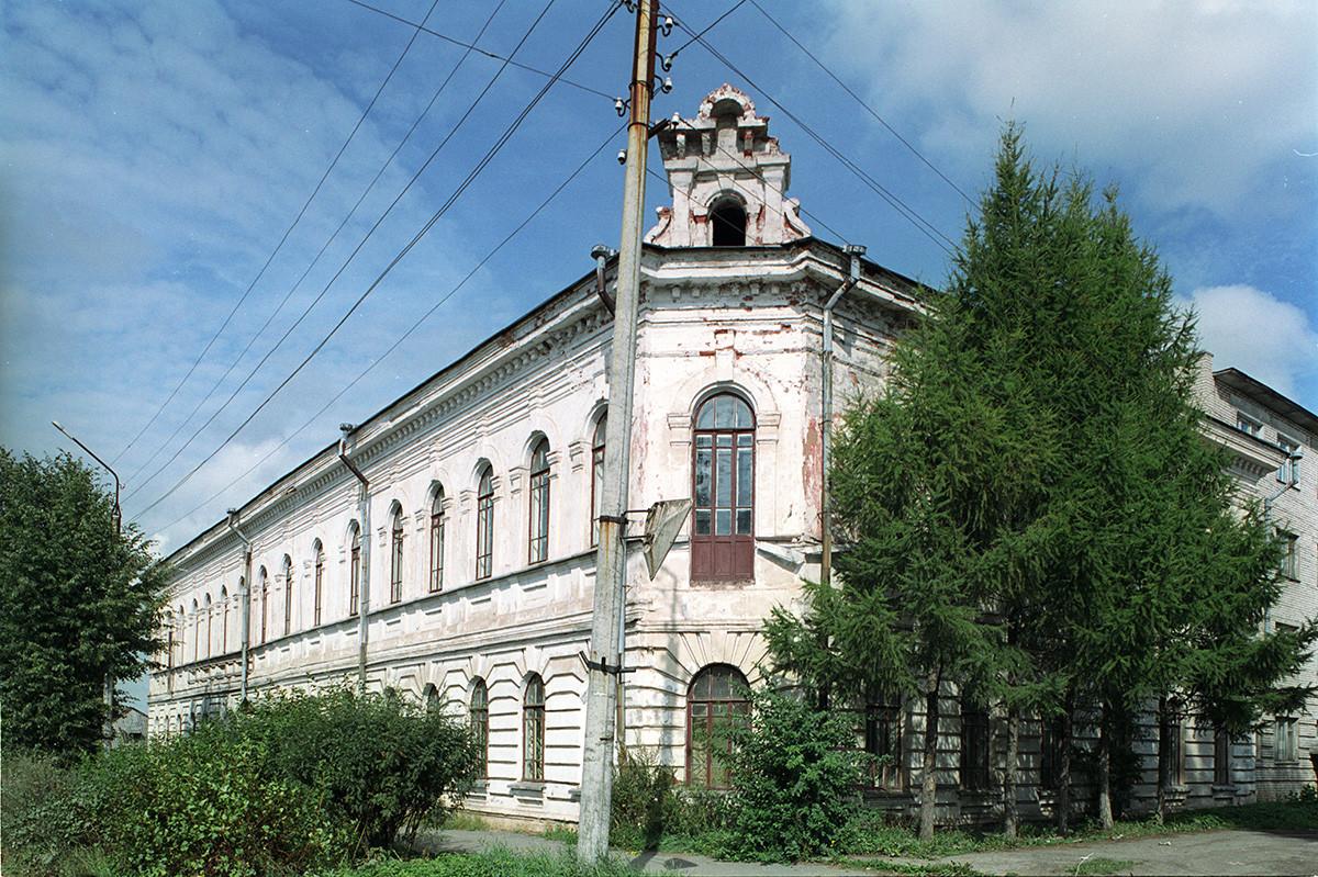 Loparev Building (1902), Lenin Prospect 52. August 28, 2006