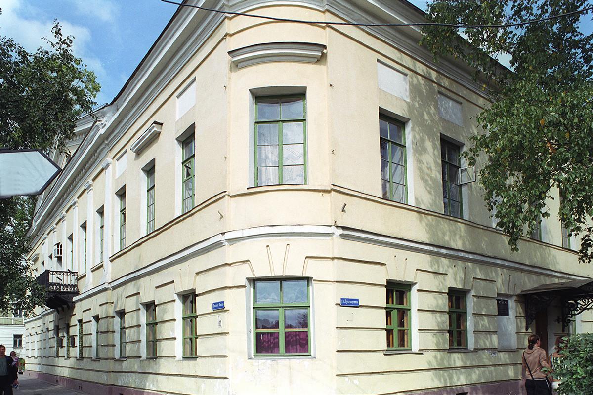 K. Galashevsky mansion (1804), Lenin Prospect 62. August 28, 2006