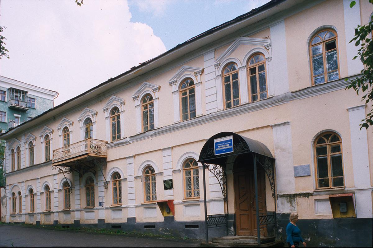 Edificio administrativo de la fábrica (siglo XIX). 16 de julio de 2003.