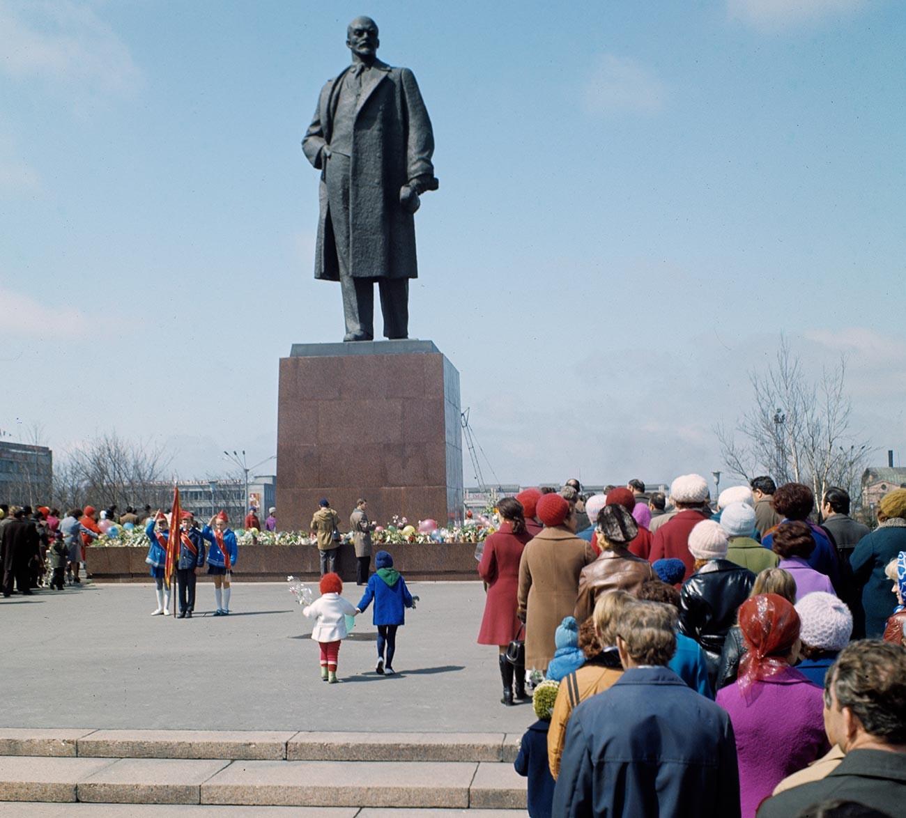 Памятник В.И. Ленину в городе Южно-Сахалинске.