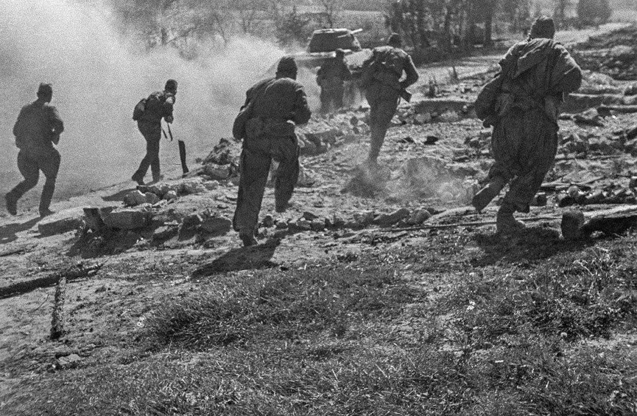 Großer Vaterländischer Krieg 1941-1945 Während der Offensive in der Nähe von Rschew. Nordwestfront 1942.