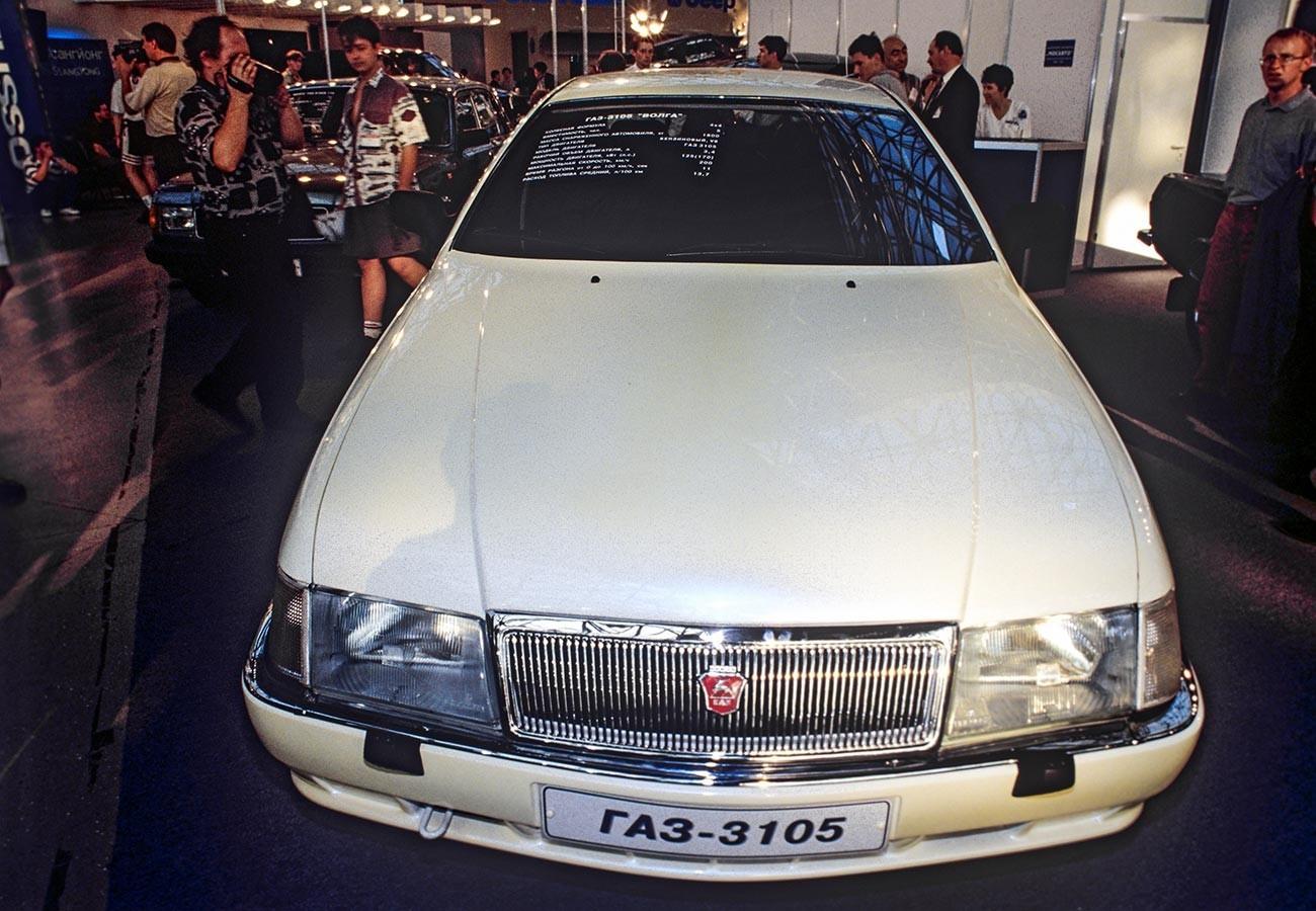 """ГАЗ-3105 """"Волга"""" на Меѓународниот саем на автомобили 1996, изложбена сала """"Експоцентар"""", Москва."""