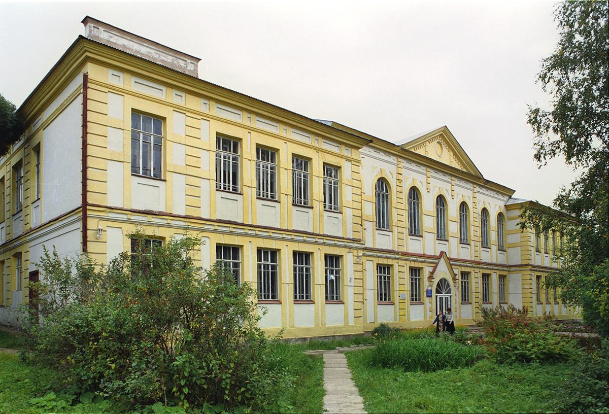 Lycée féminin Saint-Nicolas (1910), perspective Sovietski.  28 août 2006