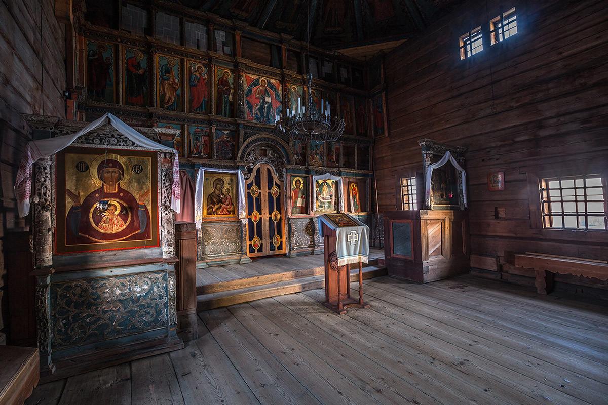 Gli interni della chiesa