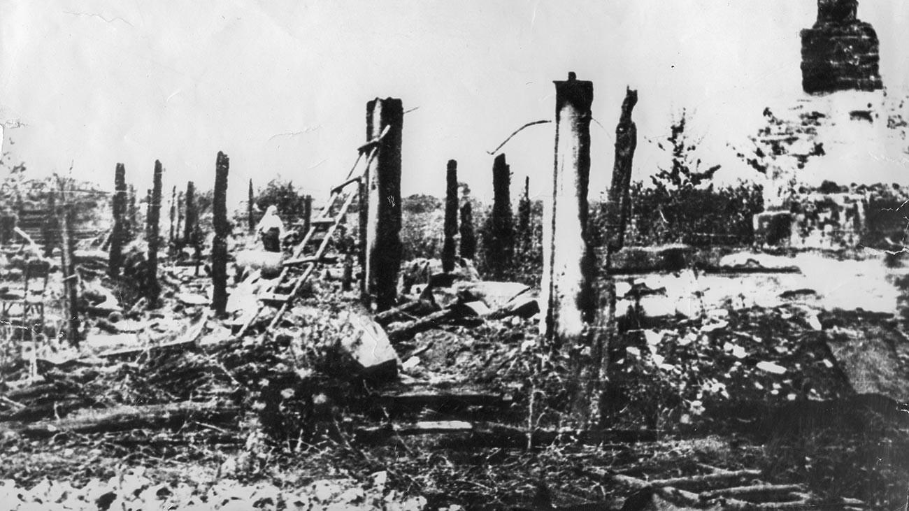コリュキウカ村の焼け跡