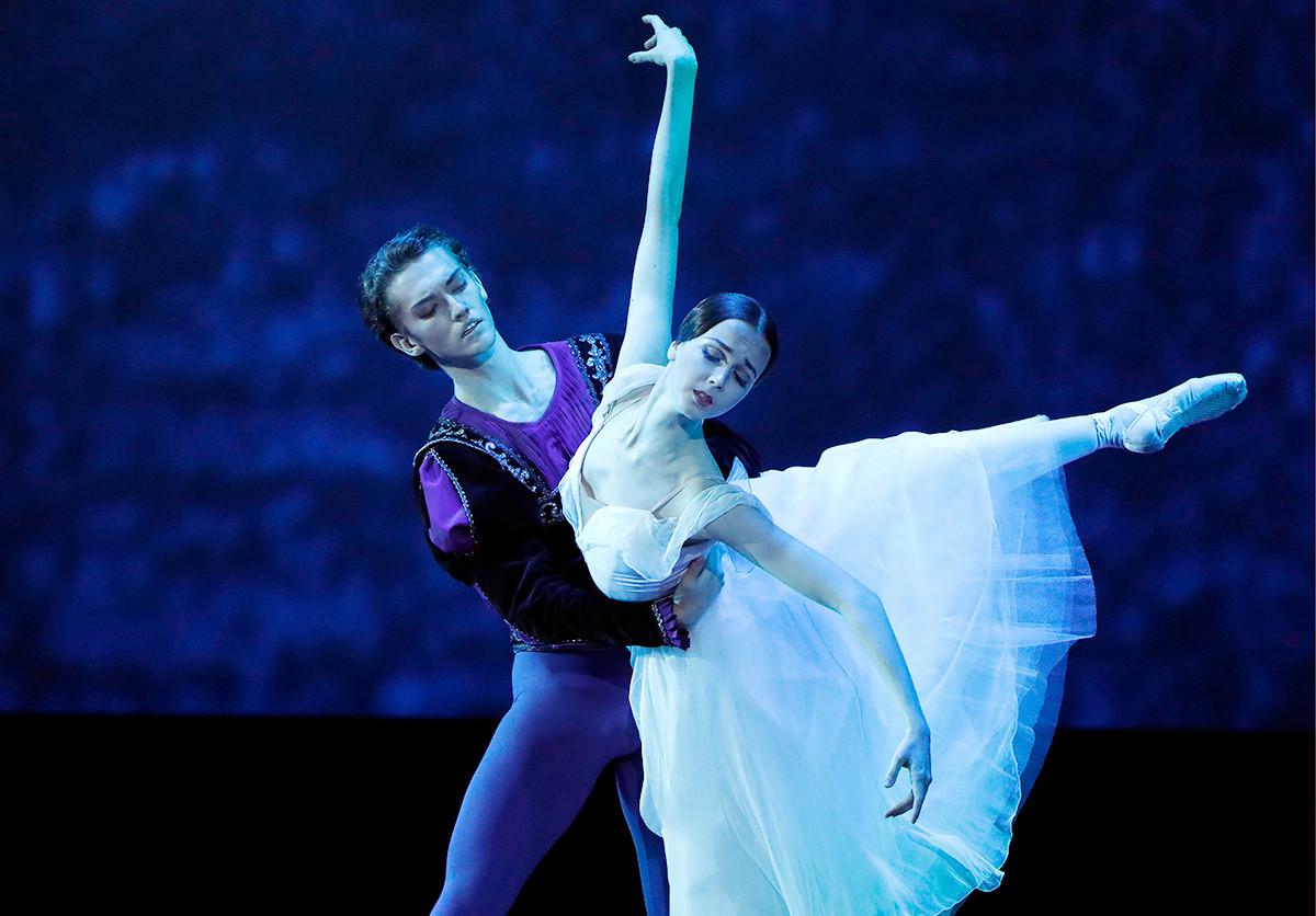 Maria Iliushkina and Julian MacKay perform at a gala concert held at the State Kremlin Palace