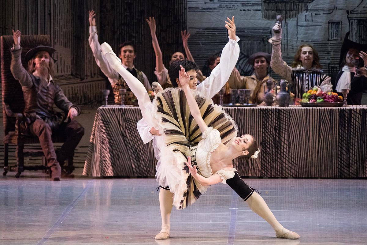 Sofya Matyushenskaya and Kimin Kim perform 'Don Quixote'
