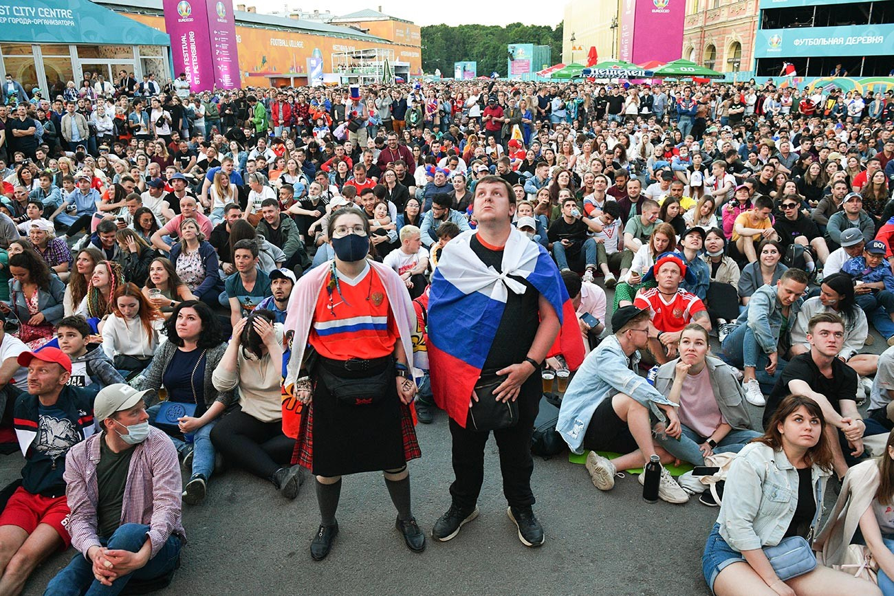 Fans watch the broadcast of the match of the 1st round of the group stage of the European Football Championship 2020 between the national teams of Belgium and Russia in the UEFA Euro 2020 football village in St. Petersburg
