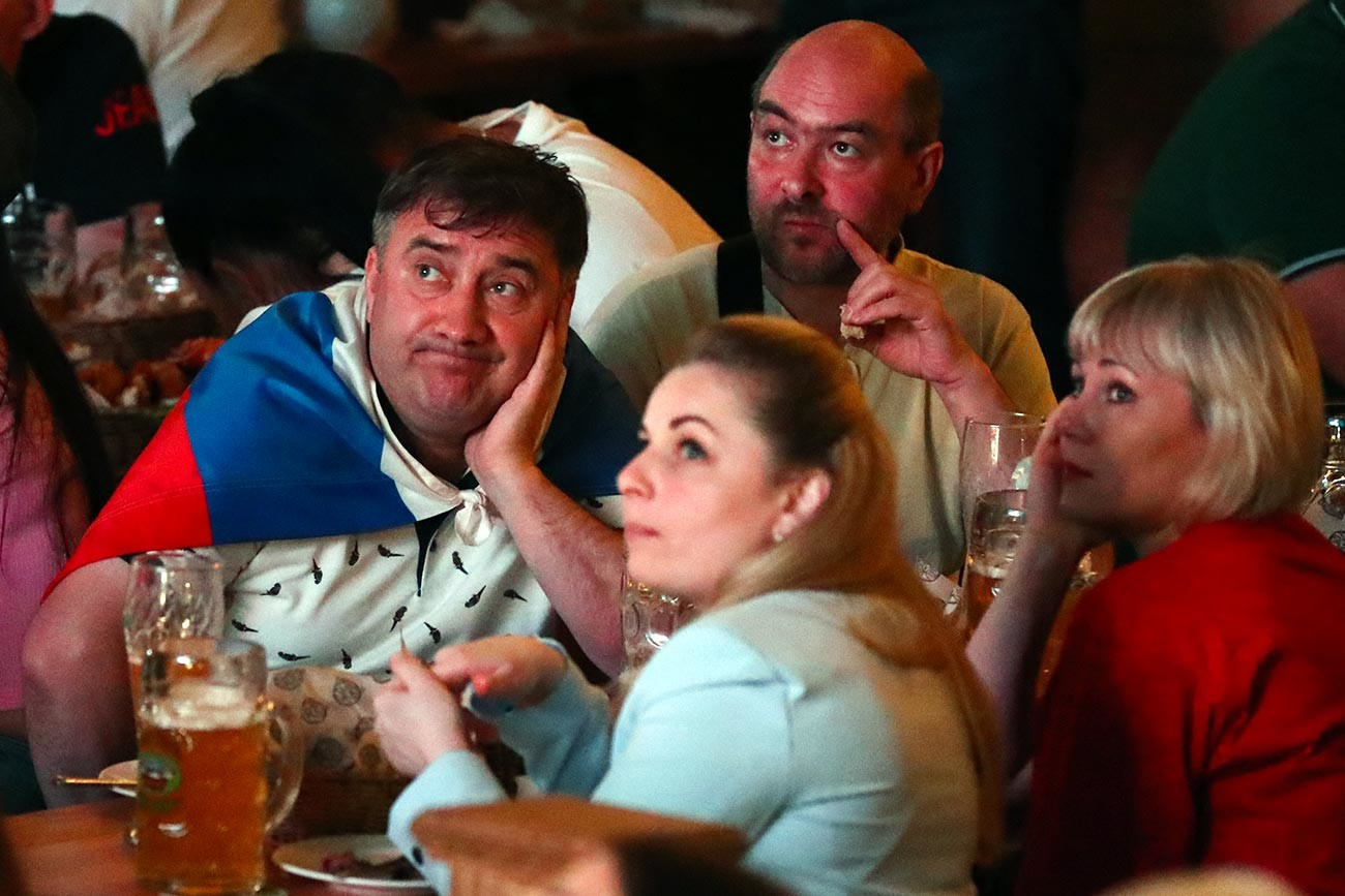 Fans during the broadcast of the European Football Championship match between the national teams of Belgium and Russia in one of the restaurants in the city