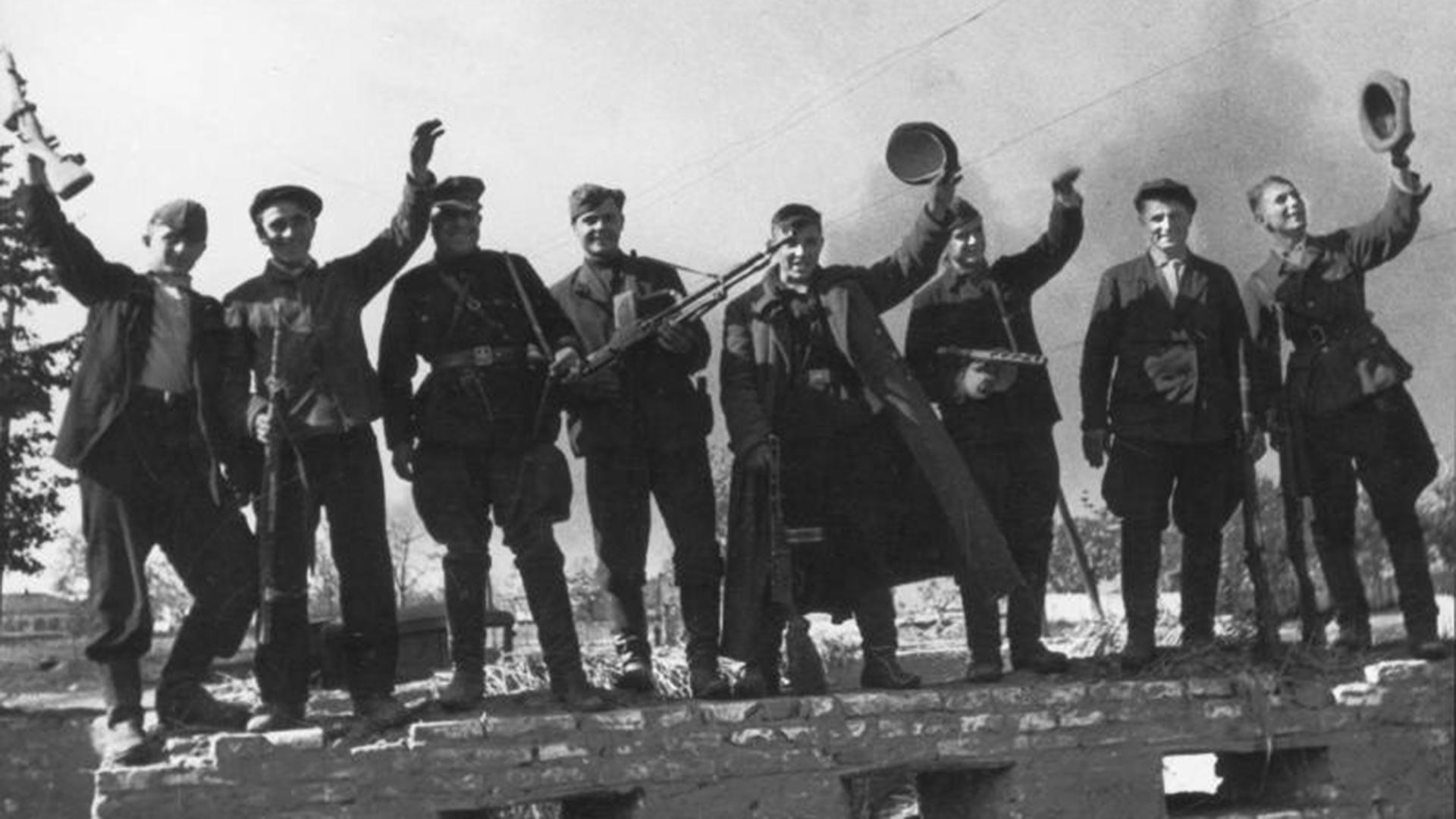 Tentara partisan Soviet.