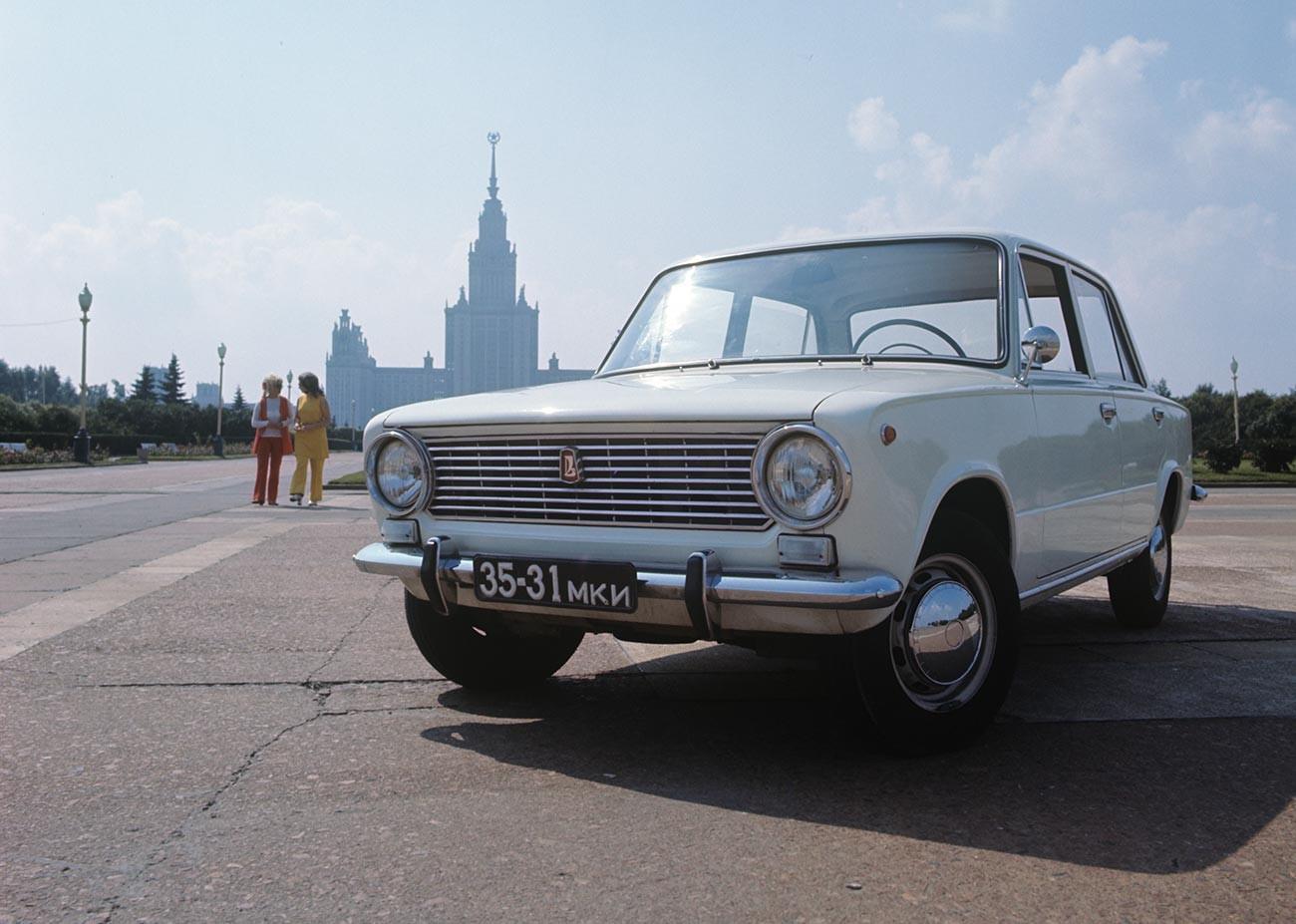 Mobil Soviet VAZ 2101