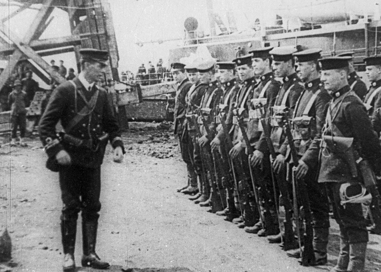 Французские интервенты в Одессе. Март 1919 года. Кадр кинохроники.