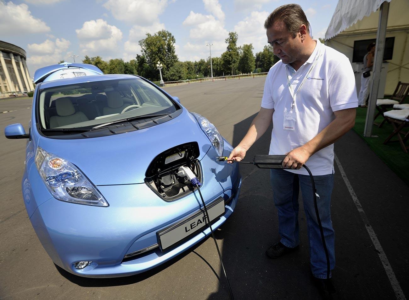 Russische Präsentation des Elektroautos Nissan Leaf fand in Moskau statt.
