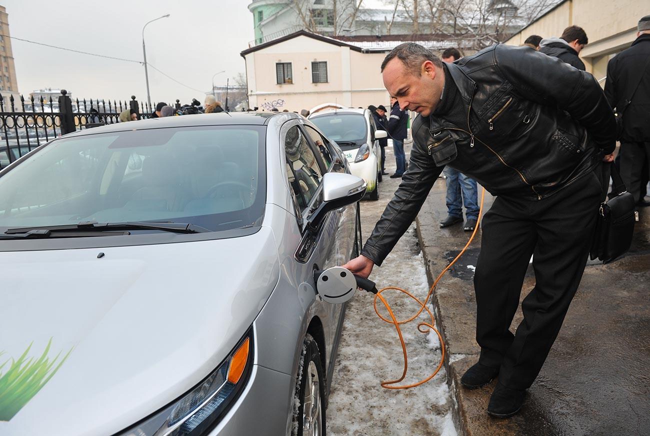 モスクワはつの充電用ステーションのオペニングにて