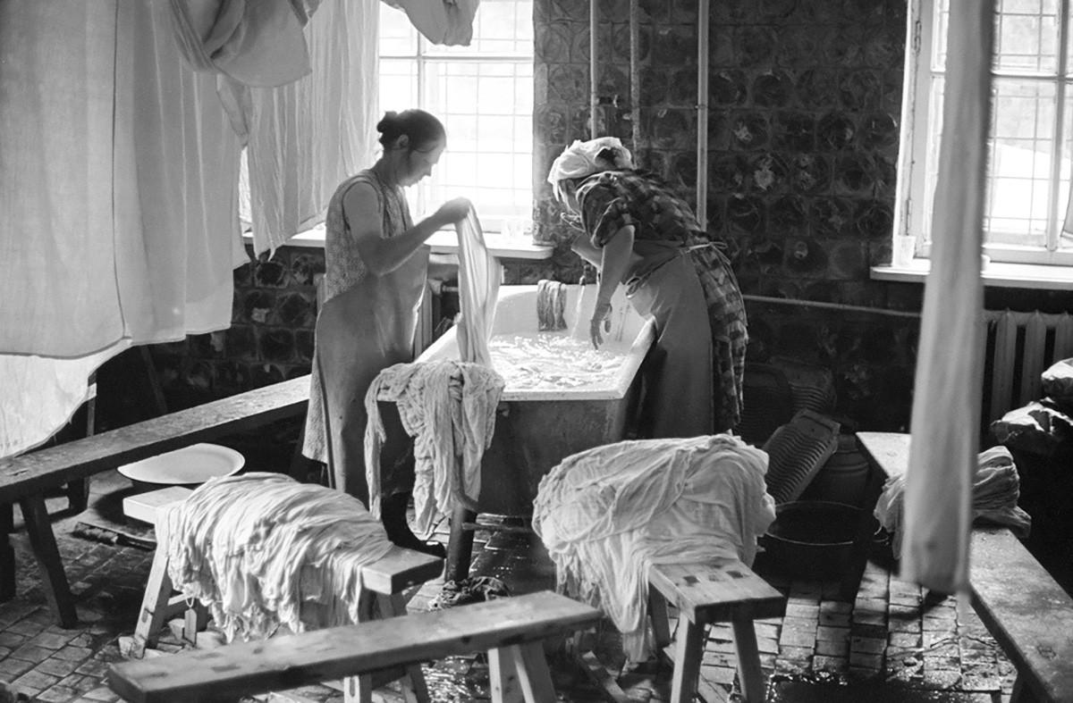 In dem Wascherei des Sanatoriums, Sibirien, 1981.