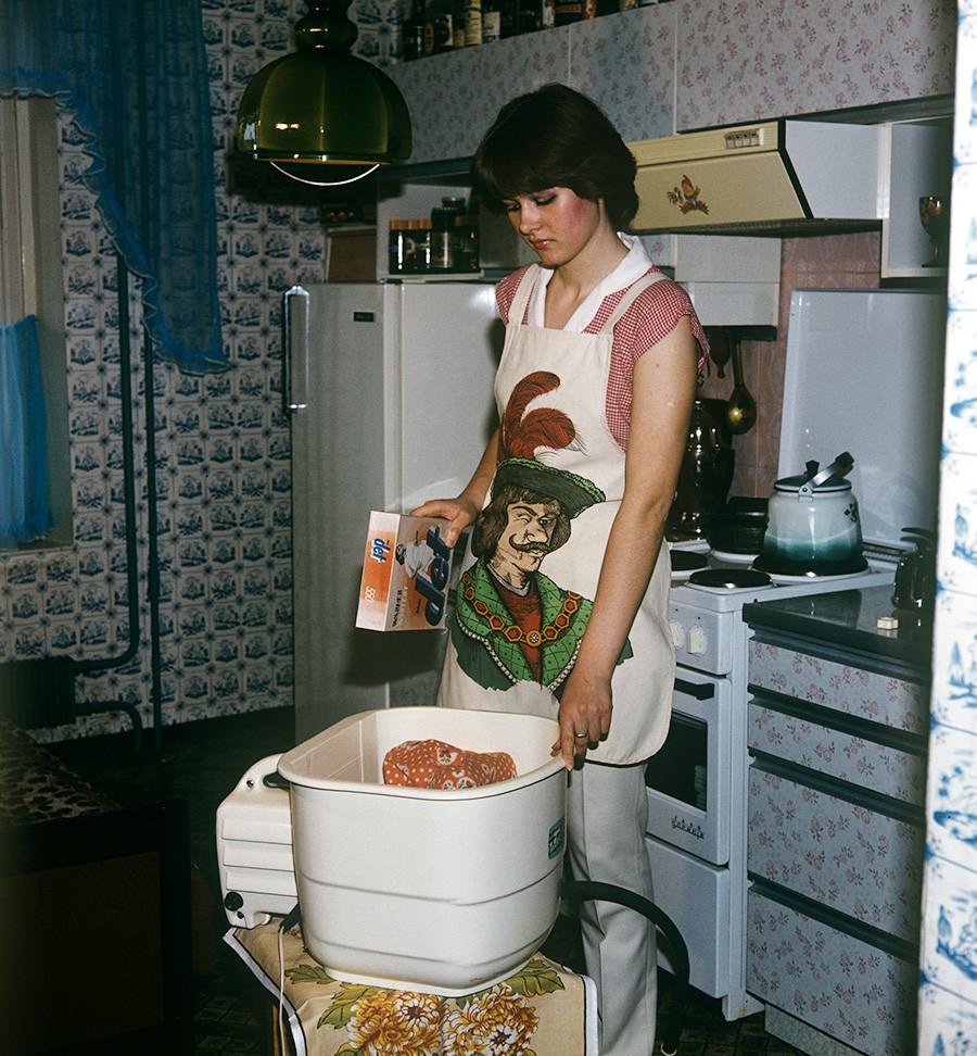 小型の洗濯機「マリュートカ」、スヴェルドロフスク、1984年