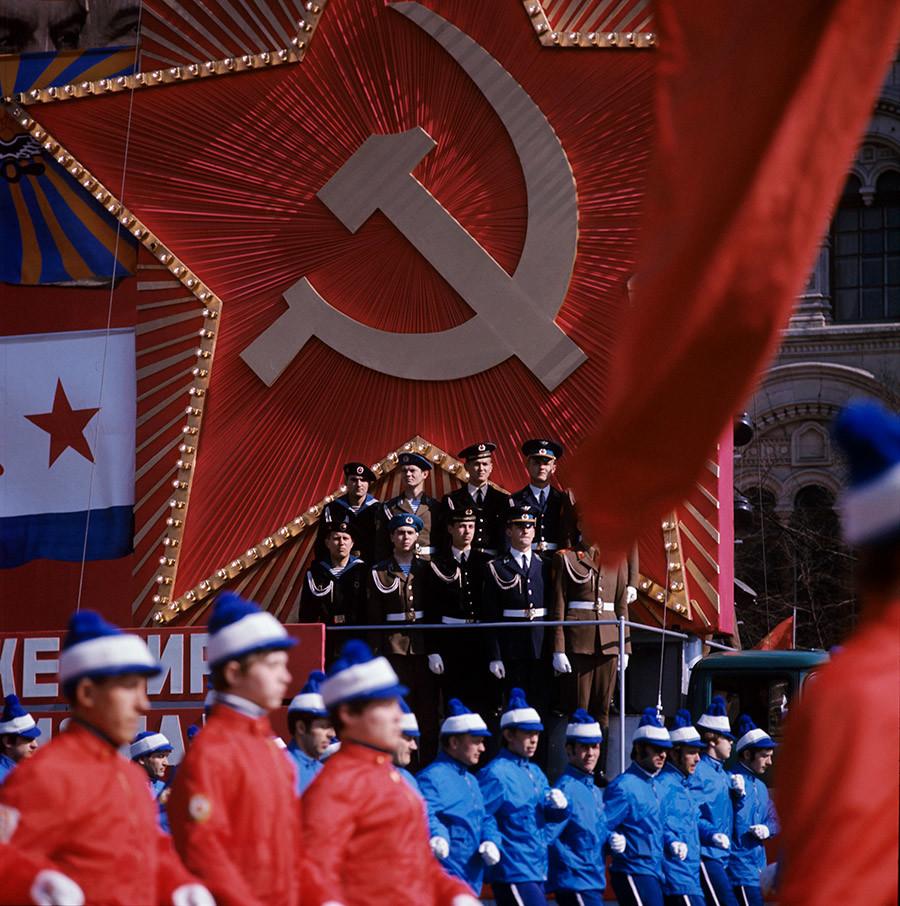 Sebuah demonstrasi perayaan di Lapangan Merah