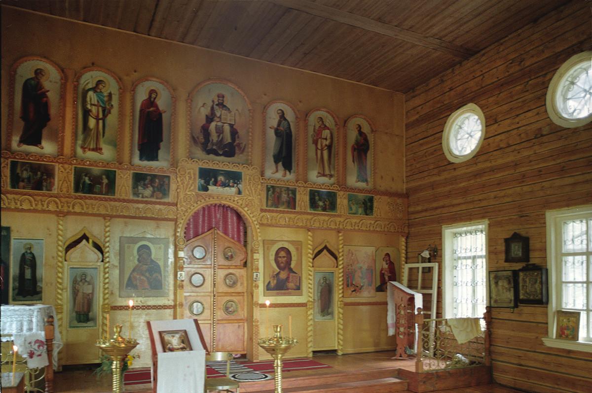 Troshigino. Church of the Resurrection. Interior with new icon screen. August 28, 2006