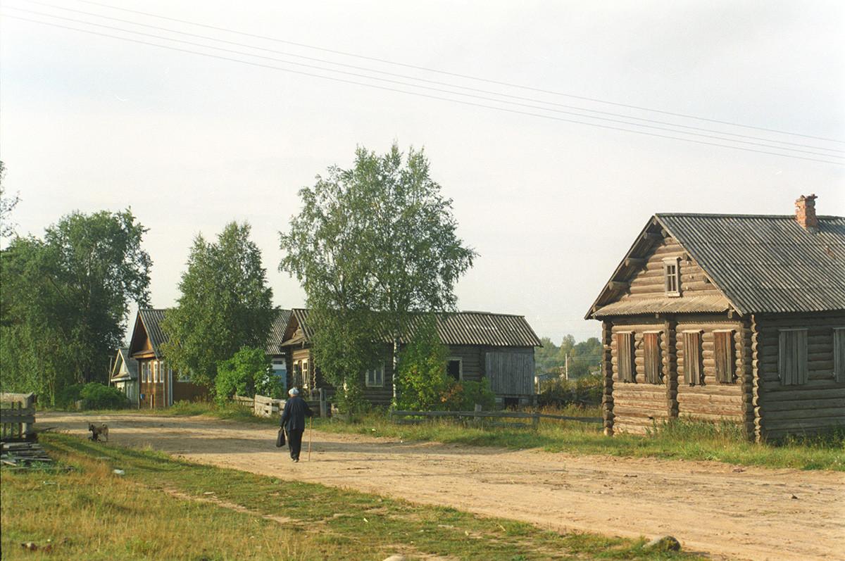 Saminsky Pogost. Log houses. August 28, 2006