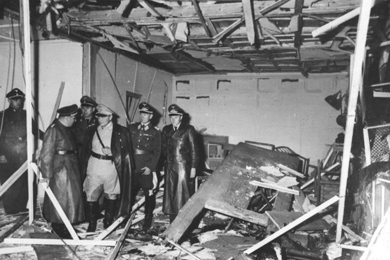 Изглед на уништената соба за состаноци во Хитлеровото седиште Волчо дувло (Wolfsschanze) во близина на Хентшин (Растенбург) во Источна Прусија.
