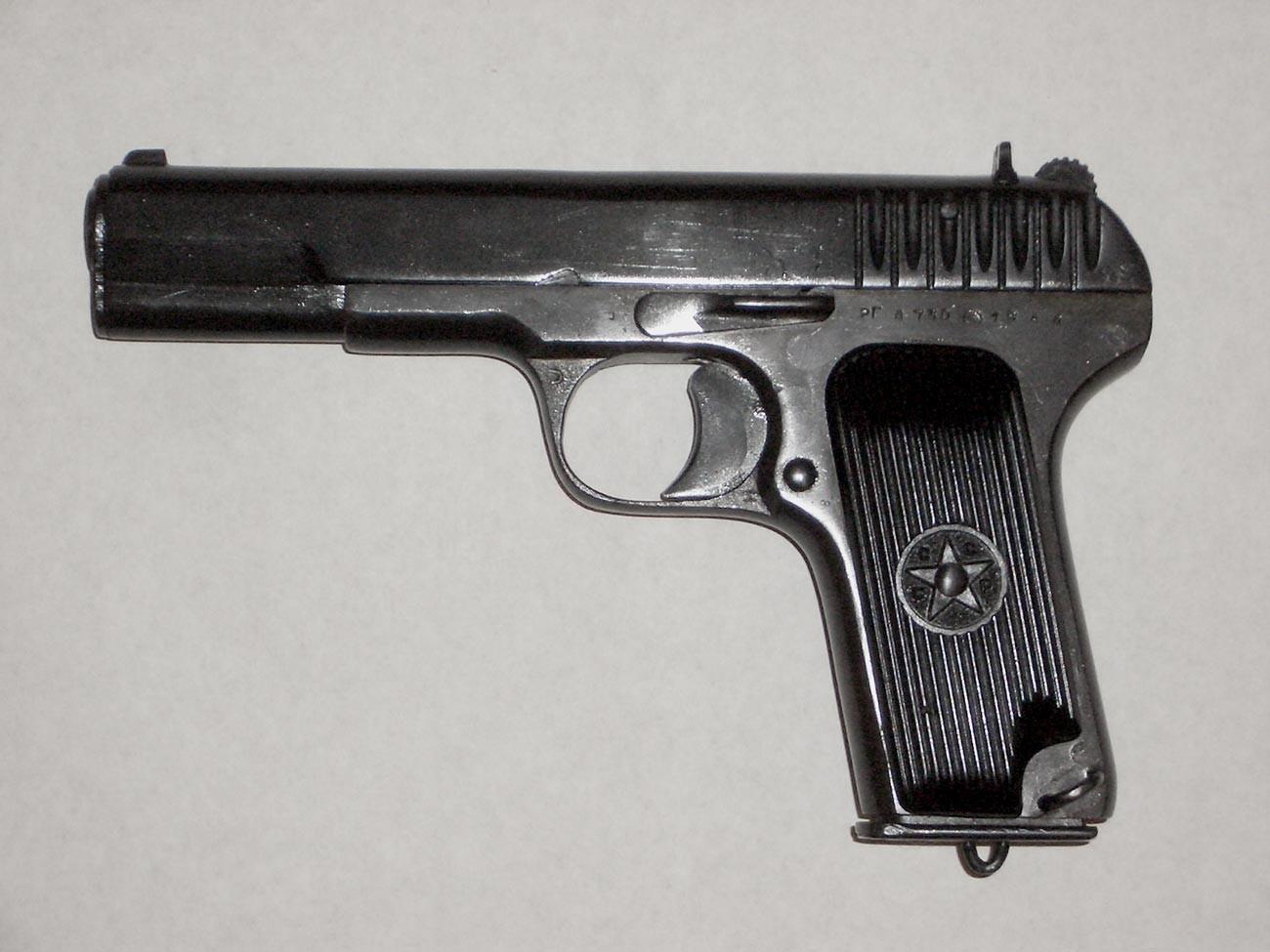 Пиштољ ТТ произведен у ратно доба.