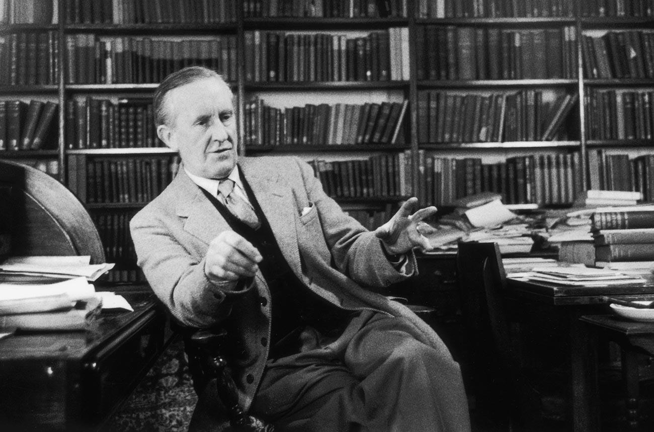 John Ronald Reuel Tolkien ( 1892 - 1973)