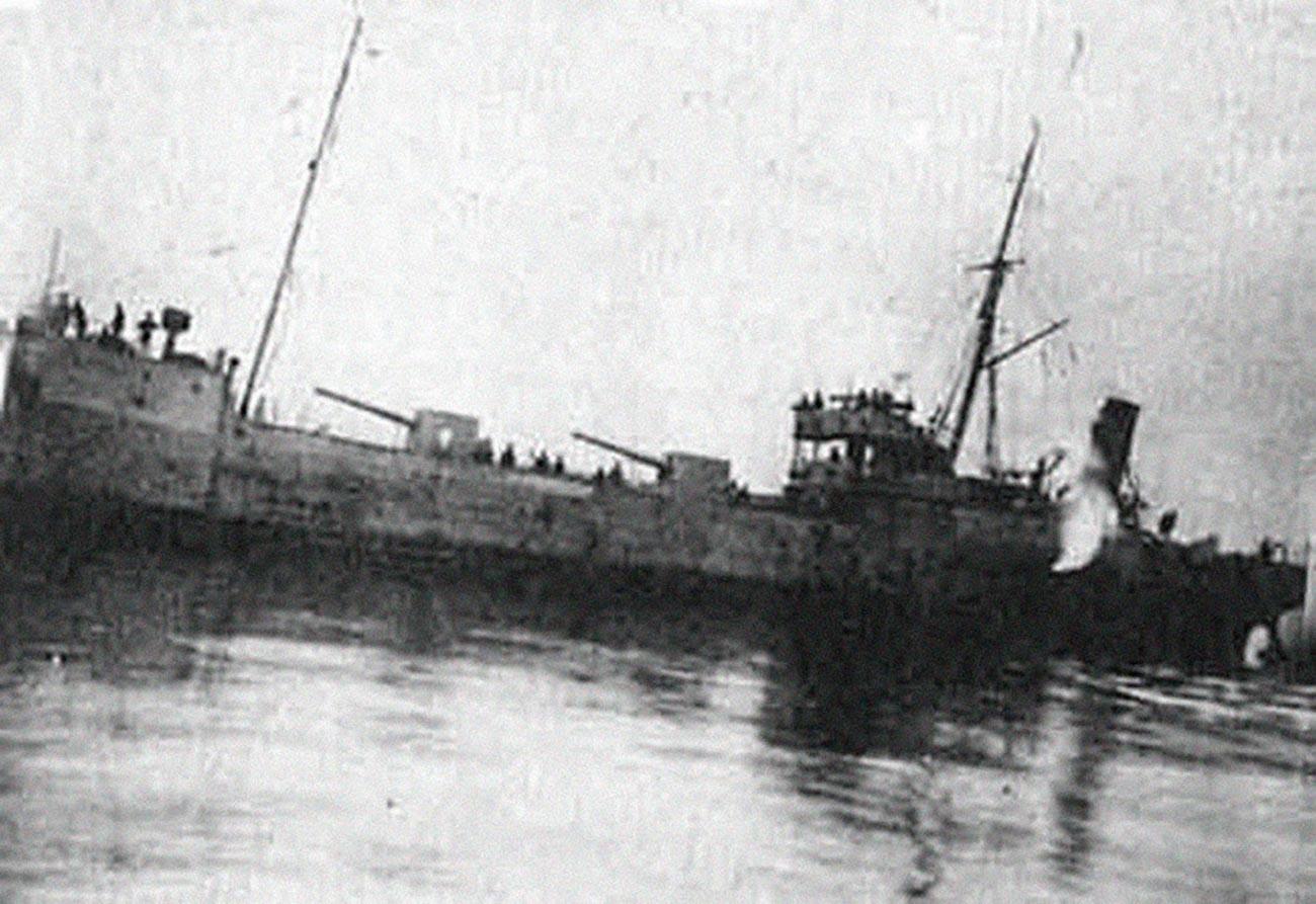 """Еден од бродовите кои учествуваа во операцијата – """"Роза Луксембург"""""""