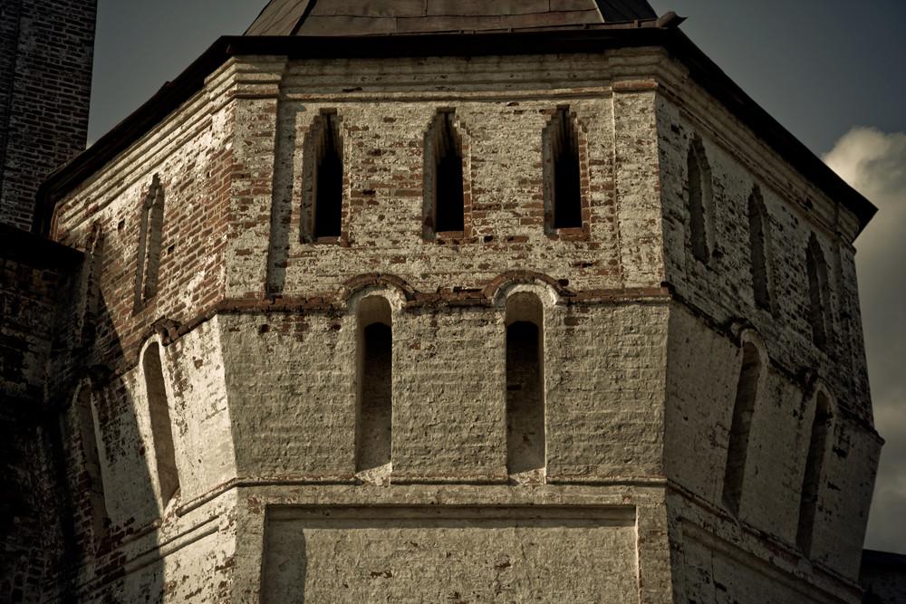 Les façades des bâtiments reflètent clairement l'influence des architectes italiens qui travaillaient à Moscou au début du XVIe siècle.