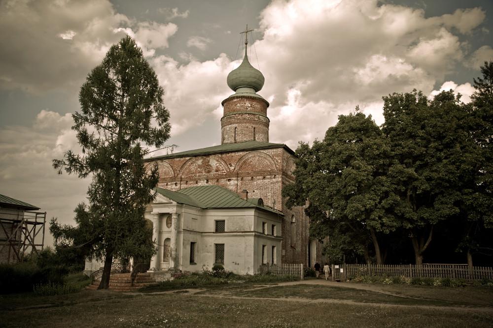 Le monastère a à nouveau été consacré en 1994.
