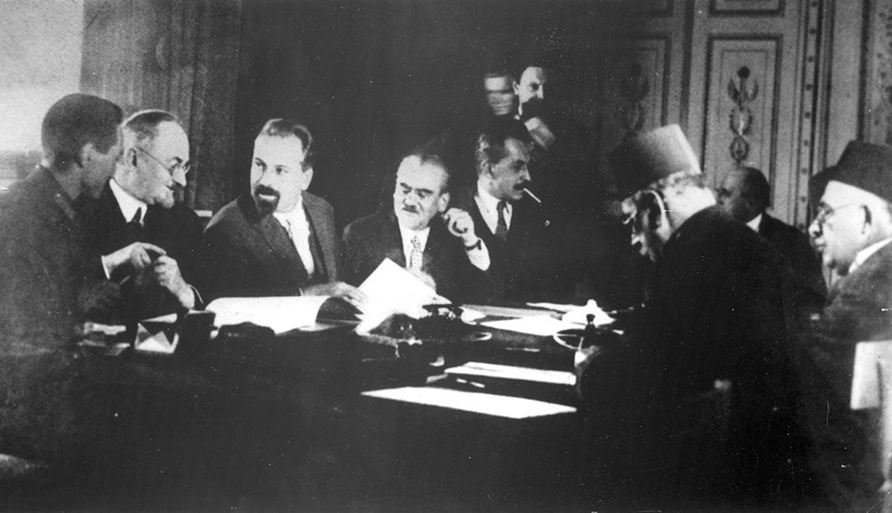 La firma de un tratado de amistad soviético-iraní