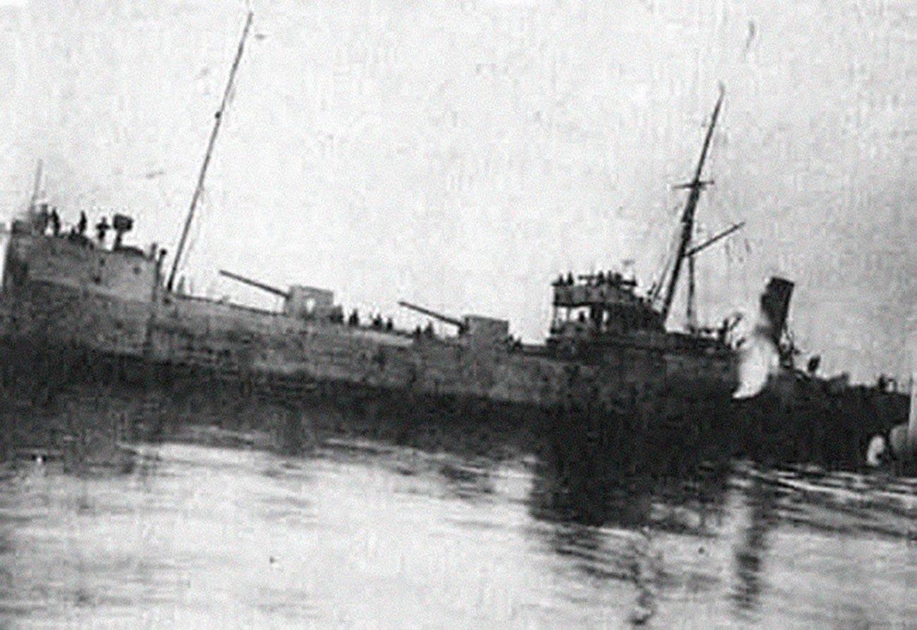"""Das Dampfschiff """"Rosa Luxemburg"""", das an der Operation teilnahm."""