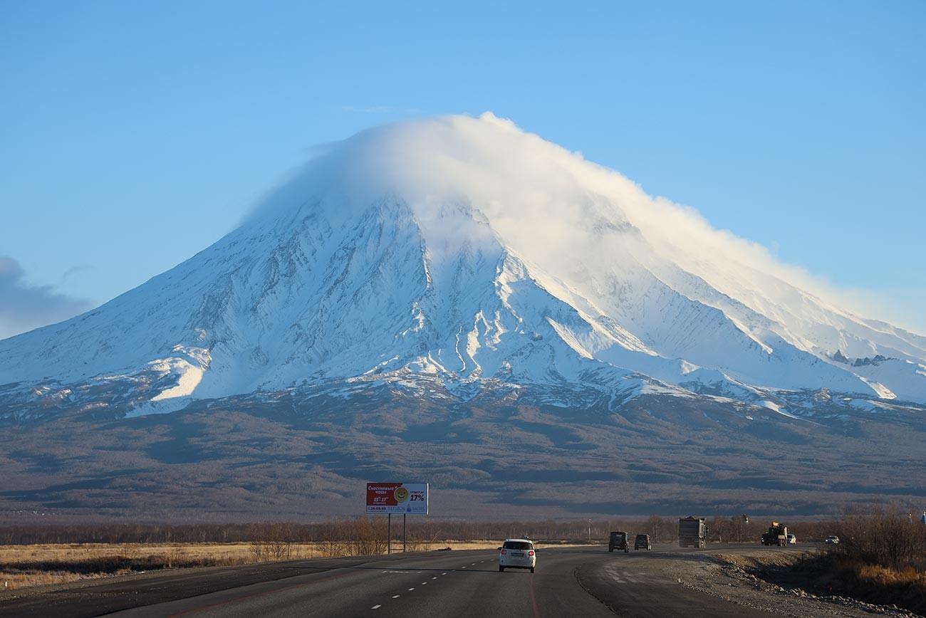 Изглед към активния Корякския вулкан