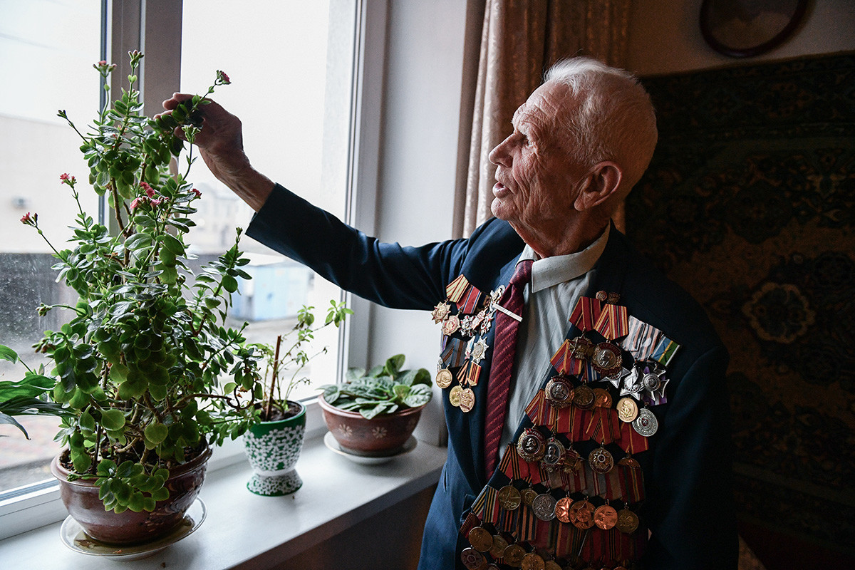 WWII veteran and his houseplants