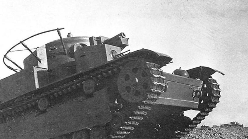 Танк Т-28 на военни маневри. Беларуски военен окръг, 1936 г.