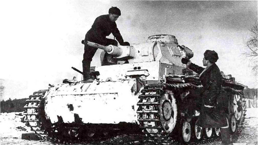 Совјетска посада на тенку Panzerkampfwagen III.