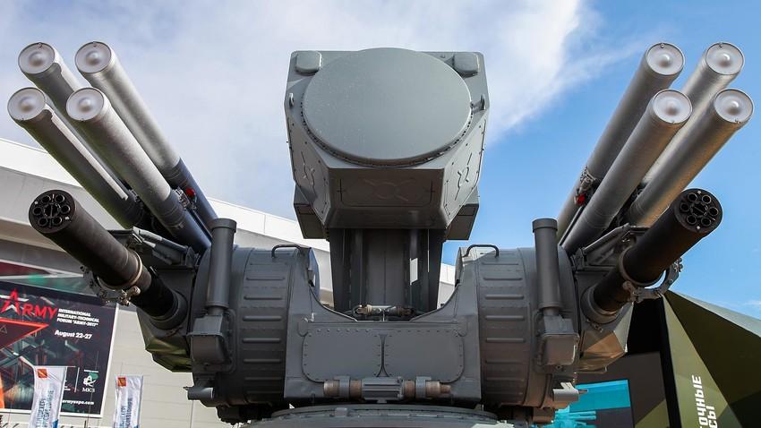 """Корабна зенитна ракетно-оръдейна система """"Панцир-МЕ"""""""
