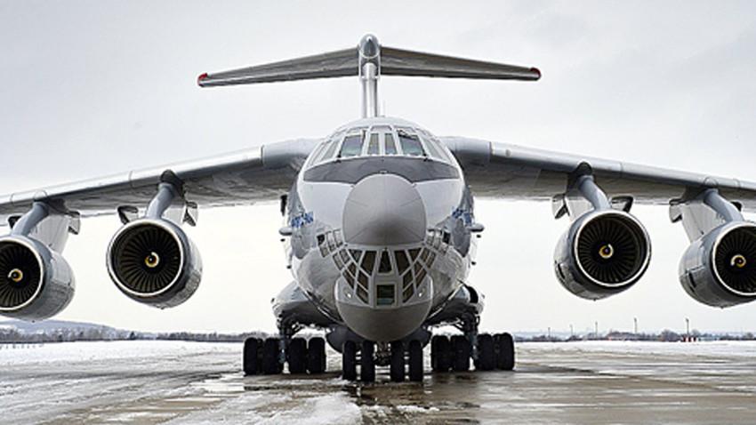 Pesawat angkut militer Il-76.