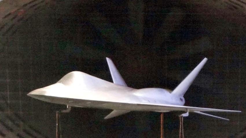 Un modelo del MiG-XX LMFS para túnel de viento, 2015.