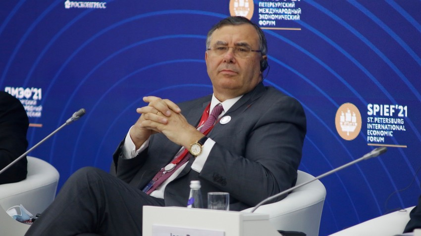 Patrick Pouyanné, PDG de TotalEnergies, lors de l'édition 2021 du Forum économique international de Saint-Pétersbourg