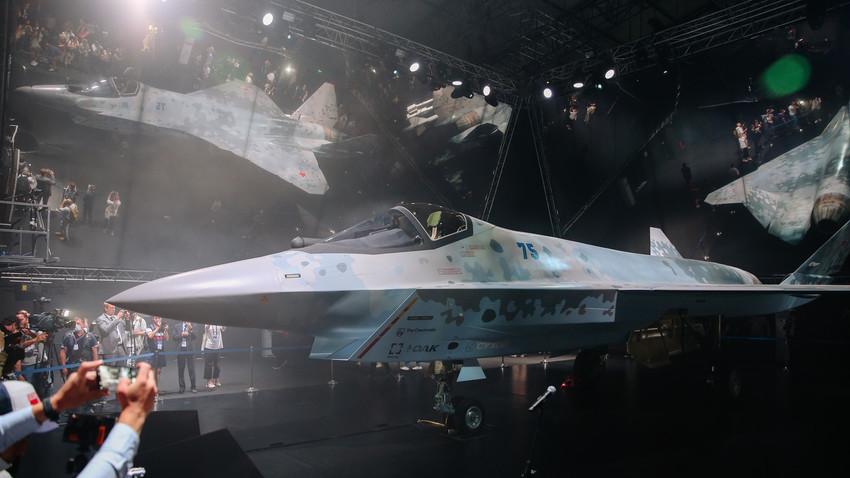 Русия показа прототип на своя еднодвигателе лек тактически изтребител Checkmate от пето поколение на Международния авиокосмически панаир МАКС 2021, 20 юли 2021 г.
