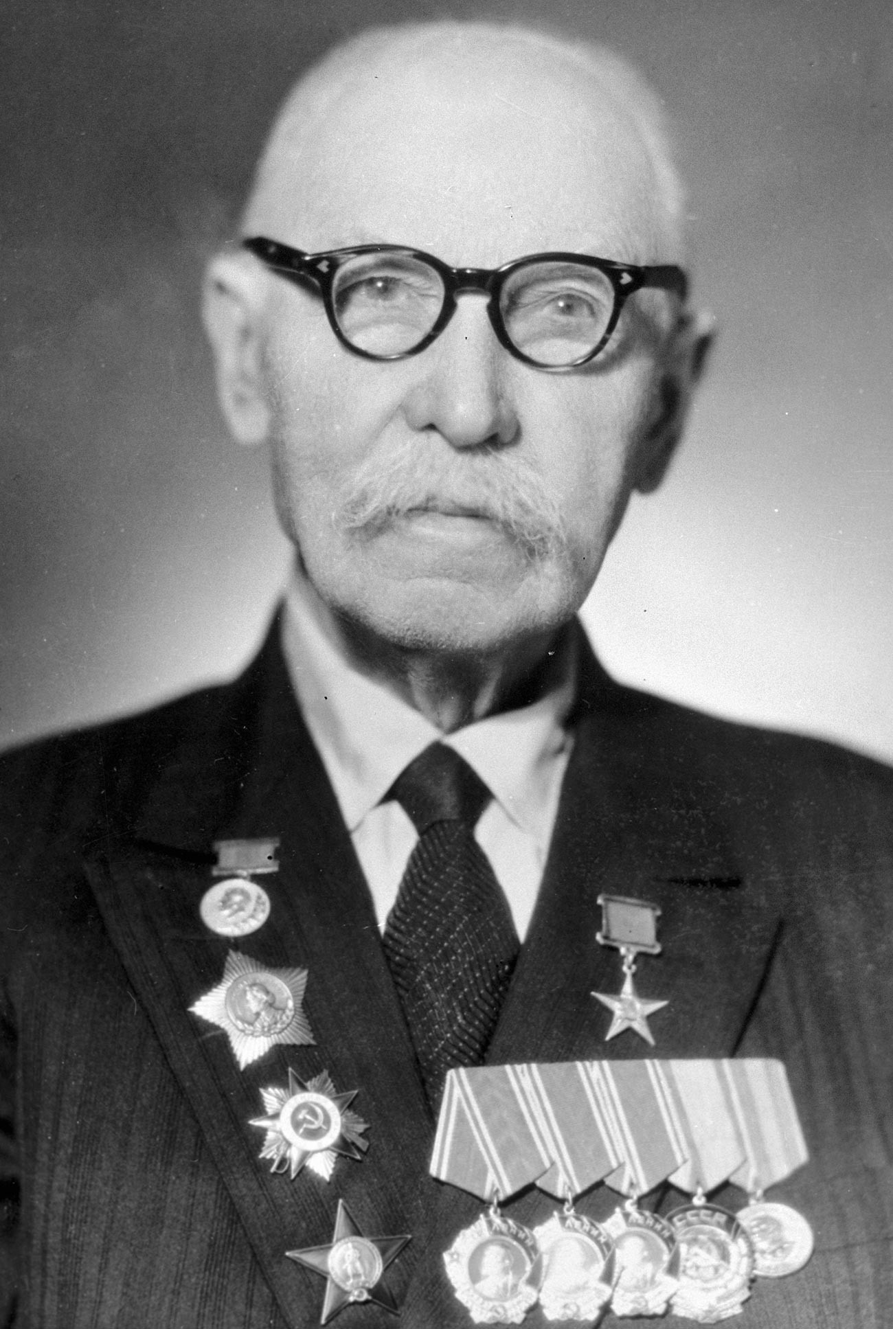 Sowjetischer Kleinwaffenkonstrukteur, Doktor der Technischen Wissenschaften, Held der sozialistischen Arbeit, Träger des Stalin-Preises ersten Grades. Fedor Tokarew (1871-1968).