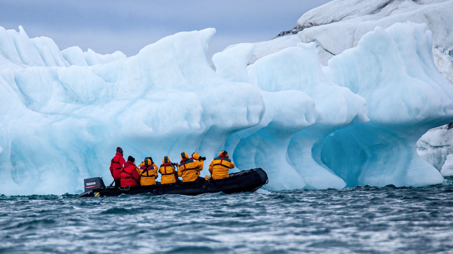 Touristes dans l'Arctique russe