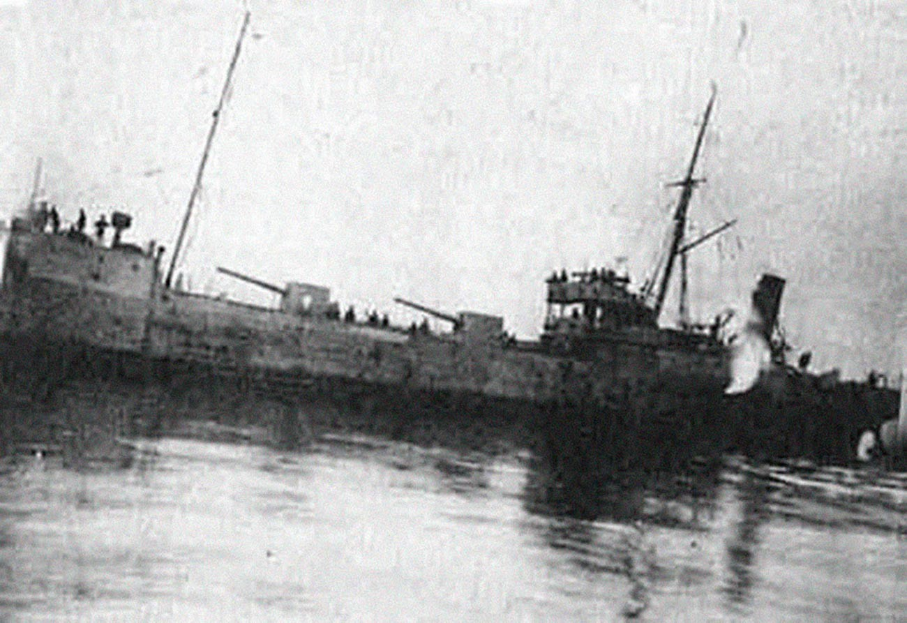 Soviet Rosa Luxemburg auxiliary cruiser took part in the attack of Enzeli.