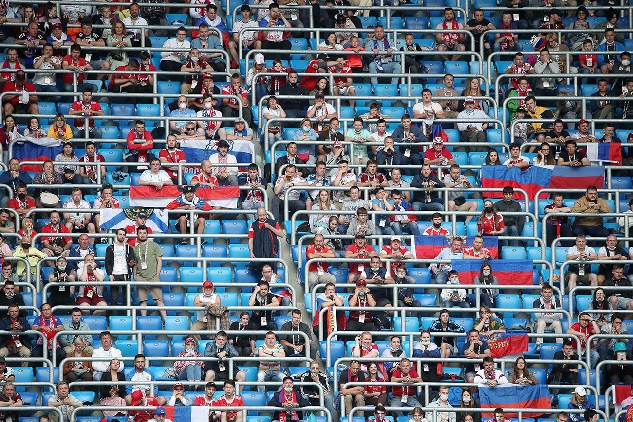 Навивачи на натпреварот од групната фаза на Европското првенство во фудбал ЕУРО 2020: Финска-Русија.
