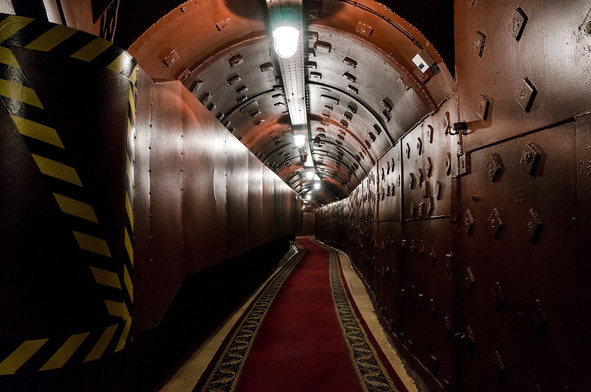 Tunnel im Bunker-42, antinukleare unterirdische Anlage, die 1956 als Kommandoposten der strategischen Nuklearstreitkräfte der Sowjetunion in einer Tiefe von 65 Metern gebaut wurde.