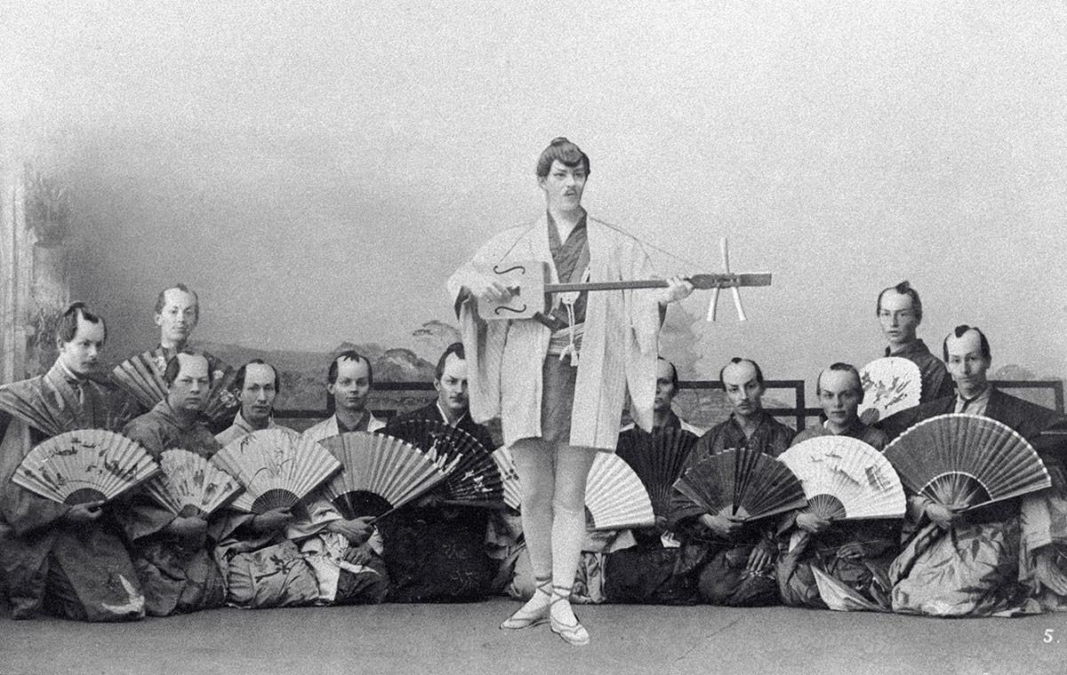 """Konstantin Stanislawski als Nanki-Poo in Arthur Sullivans komischer Oper """"The Mikado"""" im Jahr 1890."""