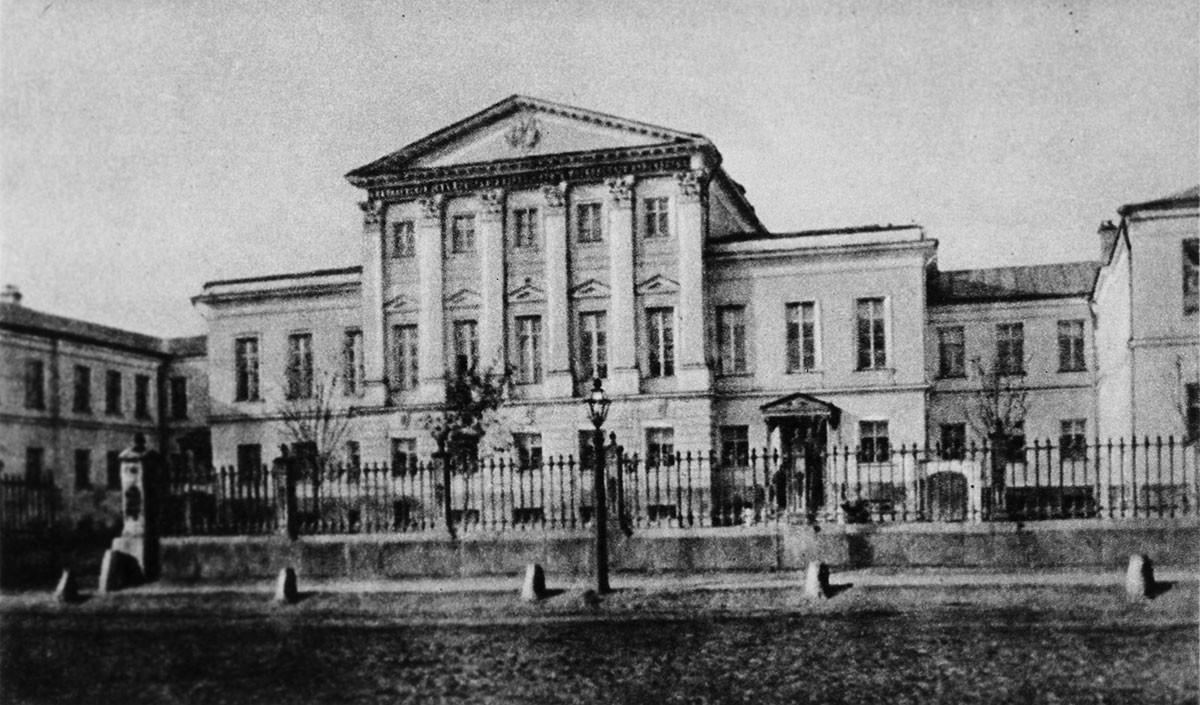 Das Haus, in dem Konstantin Stanislawski geboren wurde. Früher bekannt als Große Kommunistische Straße, wurde sie 2008 nach Alexander Solschenizyn umbenannt.
