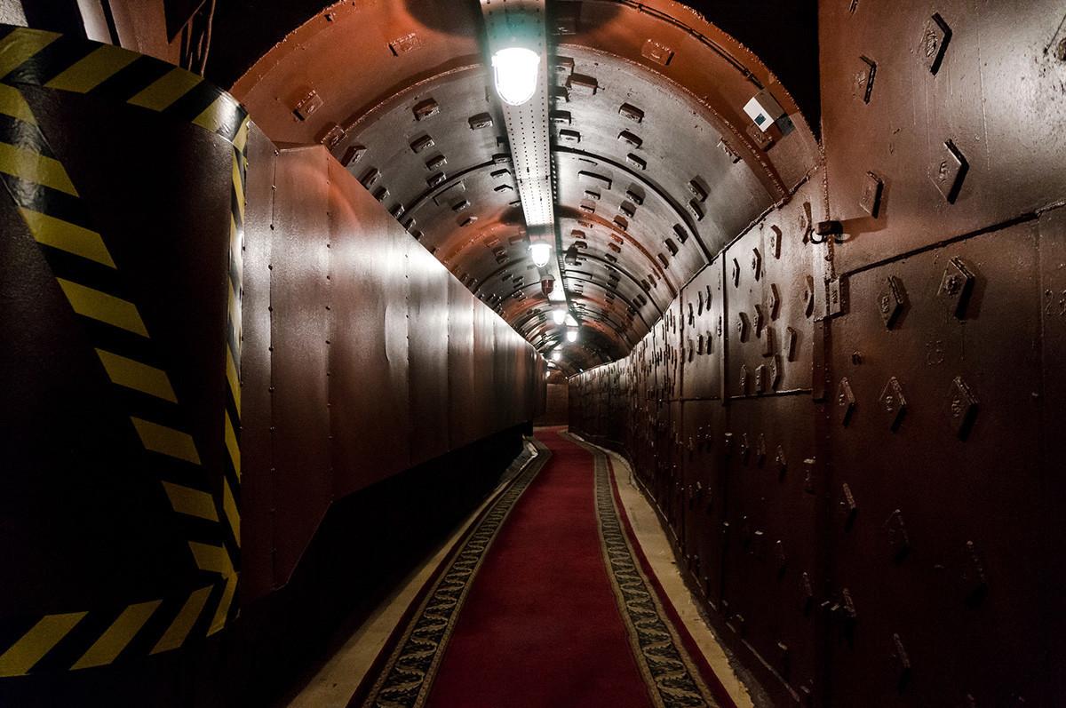 Predor v Bunkerju-42, protijedrskem podzemnem objektu, zgrajenem leta 1956 kot poveljniško mesto strateških jedrskih sil Sovjetske zveze na globini 65 metrov.
