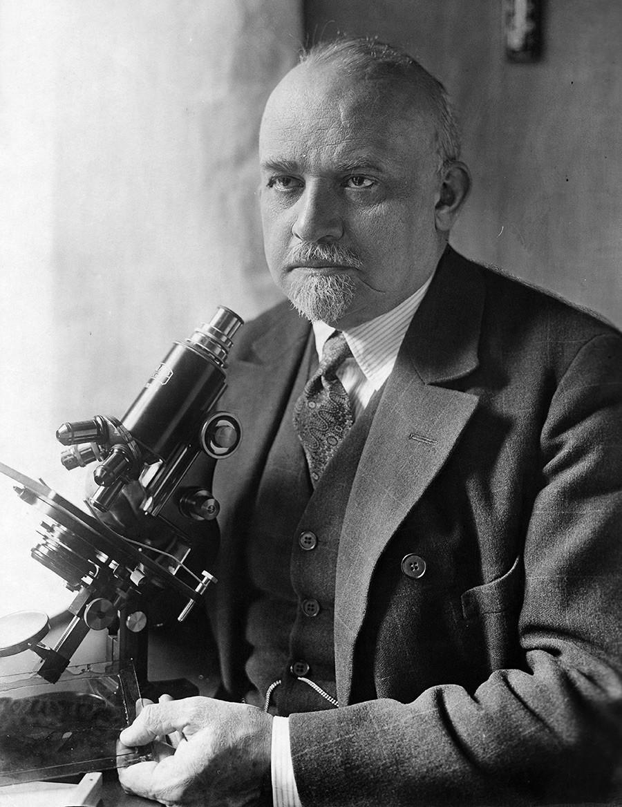 Oskar Vogt, ahli bedah saraf yang mempelajari otak Lenin.